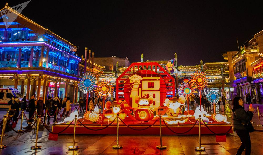 前門大街入口的「金鼠納福」彩燈