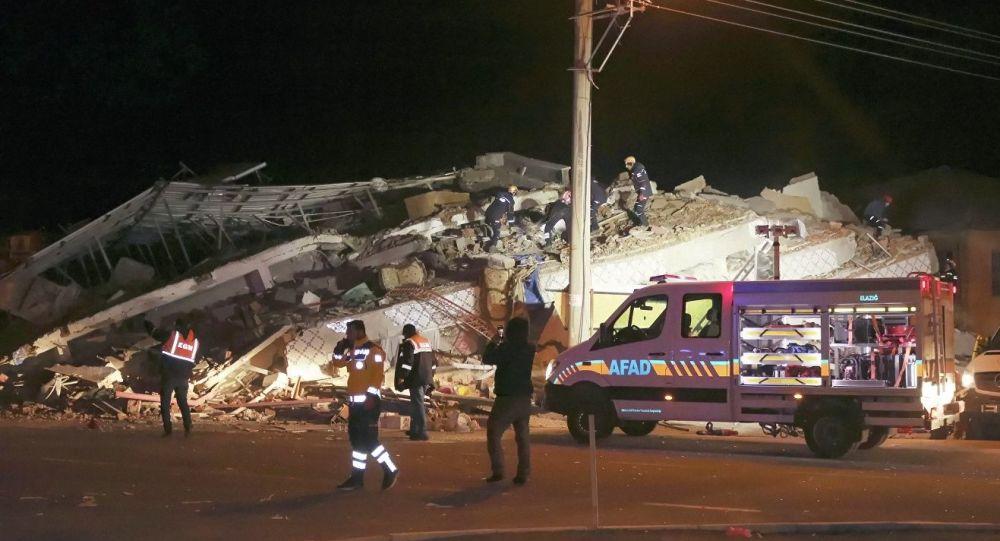 媒體:土耳其地震死亡人數升至19人 受傷人數升至772人