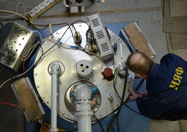 專家組裝工業級電子加速器