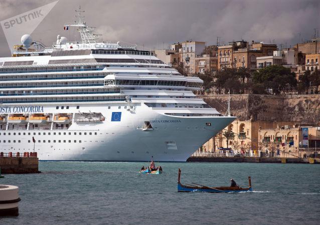 意大利一艘游輪因擔心感染新型冠狀病毒而被封鎖