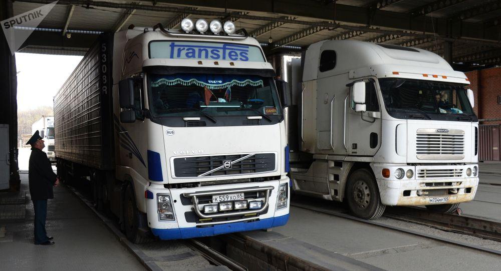 因司機被查出新冠病毒感染者中國減少來自濱海邊疆區的卡車通行量