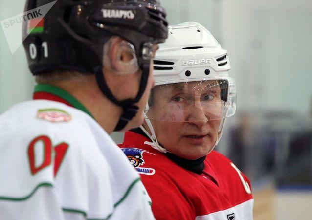 俄白兩國總統在索契參與的冰球友誼賽以13比4的比分結束