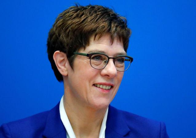 德國基民盟主席克蘭普-卡倫鮑爾