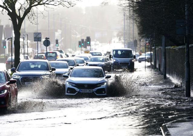 風暴「西婭拉」造成英國一人死亡數萬房屋斷電