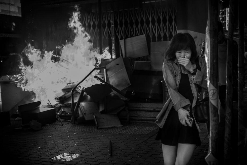 美國專業攝影師戴維·布托的攝影系列《香港戰地風雲》中的作品《香港10號》
