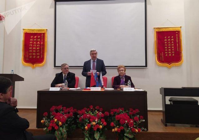 俄中友好協會主席、俄羅斯國家杜馬第一副主席伊萬·梅利尼科夫