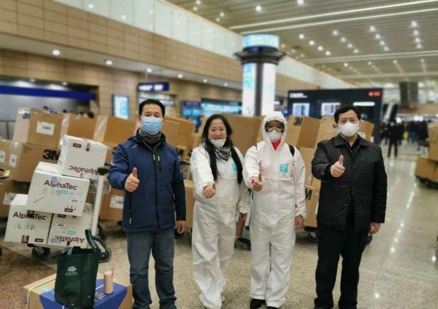 俄中國和平統一促進會常務副會長周月敏、鄧惠燕等在杭州接到捐贈物資