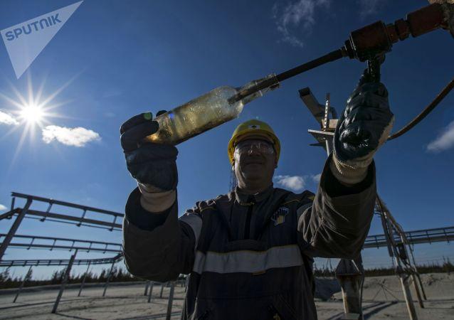 俄能源部預計2020年全國石油開採同比下降8% 天然氣開採下降4-6%