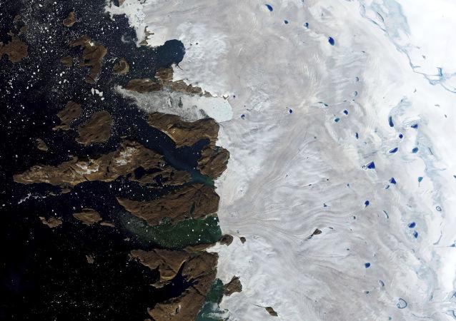 格陵蘭島將向商業公司出售融化的雪水