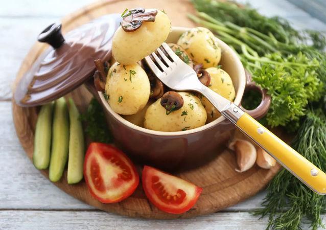 俄營養學家警告不利於健康的吃土豆方法