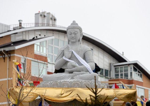 俄符拉迪沃斯托克佛教中心竪立一座重達10噸的佛像