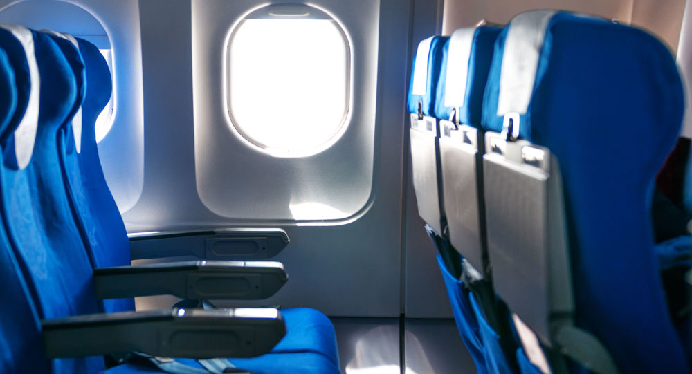飛機乘客購買舷窗旁座位但機上未看到舷窗