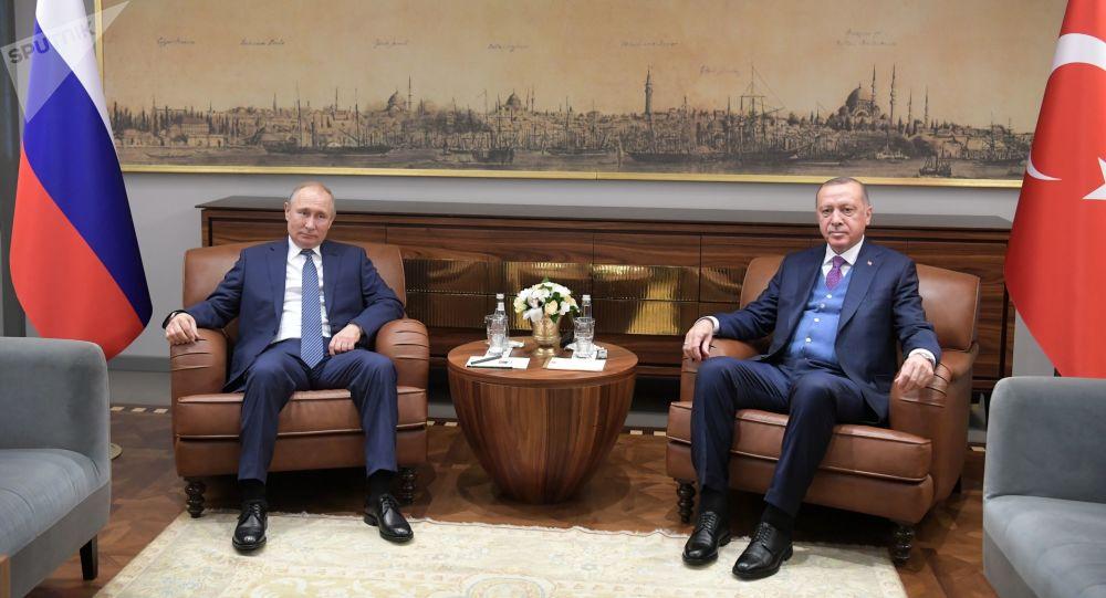 俄羅斯總統普京(左)和土耳其總統埃爾多安