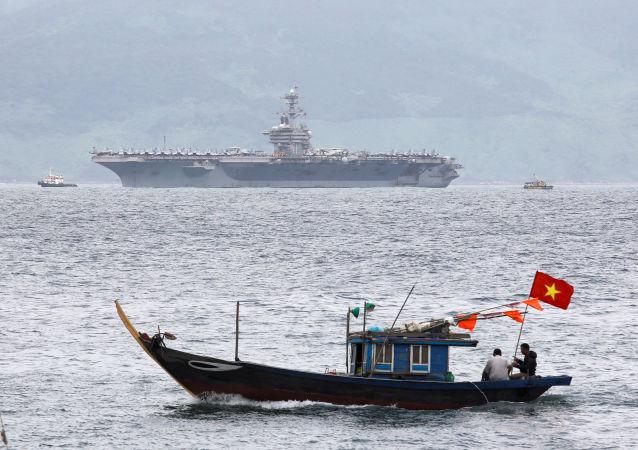 專家:中國不會對美國航母訪問越南置之不理