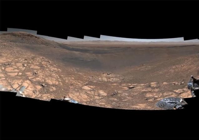 好奇號火星探測車展示「最有質量」的火星全景