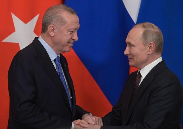 據克宮消息,俄羅斯和土耳其總統通電話討論敘利亞局勢