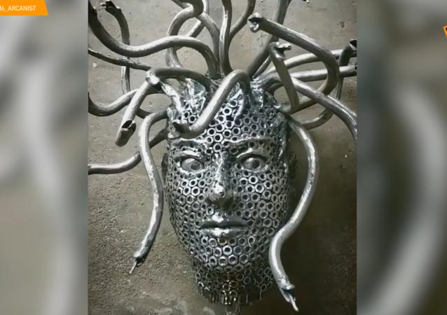 六角螺帽藝術:明斯克藝術家用螺帽搞創作