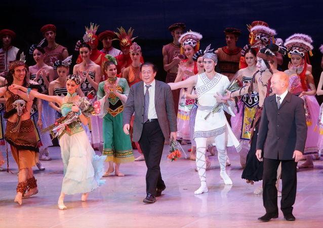 左貞觀在75歲壽辰盛典演出上謝幕