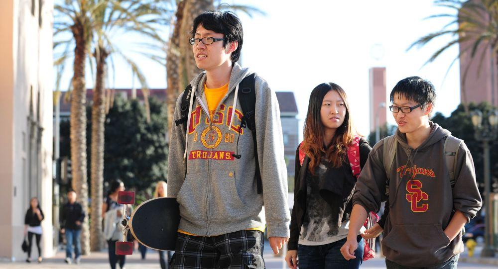 外媒:中國大學生籌集資金為得州同齡人發去口罩