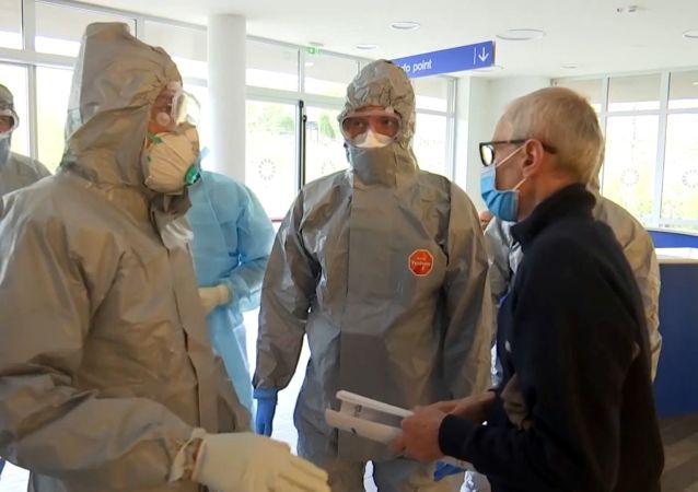 意大利電視台播出俄羅斯軍人和醫務人員在貝加莫市工作的新鏡頭