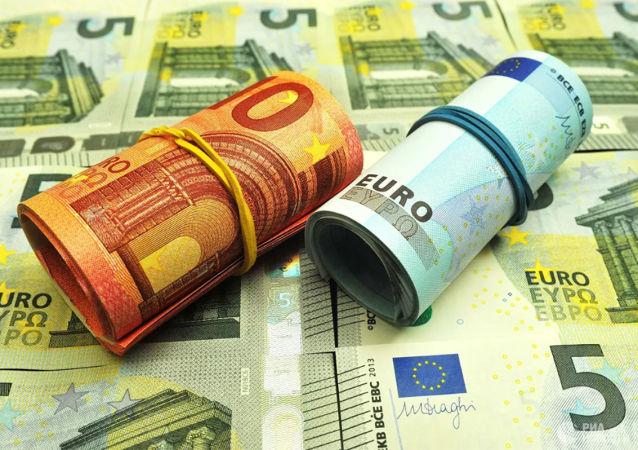 巴黎女子在公寓地下室發現裝有50萬歐元的箱子