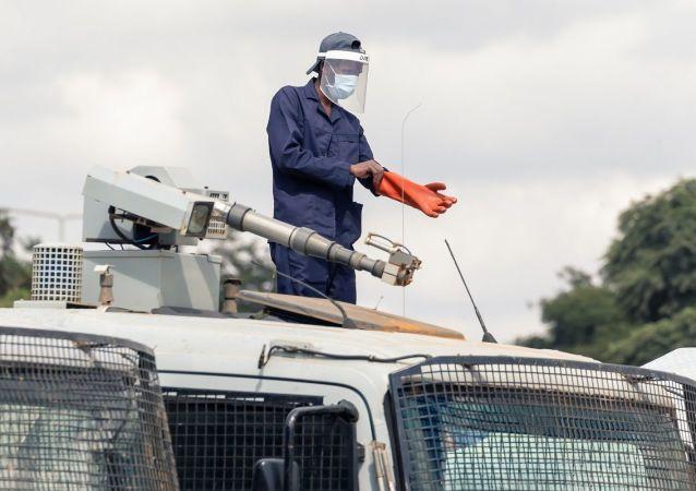 津巴布韋近2000人因違反疫情期間隔離規定被警方拘留