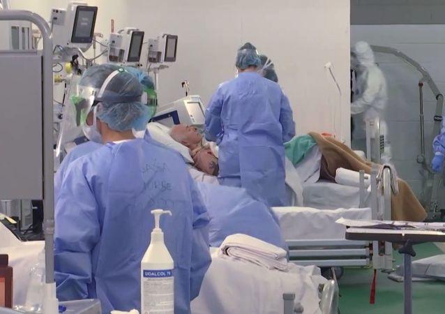 俄羅斯軍醫向吉爾吉斯斯坦首都醫院的冠狀病毒感染者提供幫助