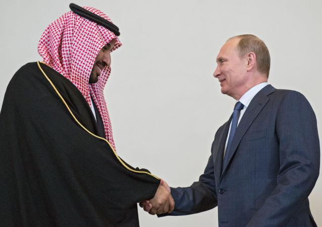 俄羅斯總統普京(右)和沙特王儲穆罕默德·本·薩勒曼