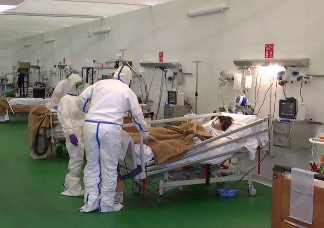 俄意醫務人員在貝加莫野戰醫院已治癒75名新冠患者
