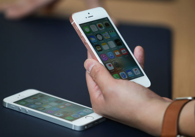 居家隔離期間過多使用手機可導致永久失明