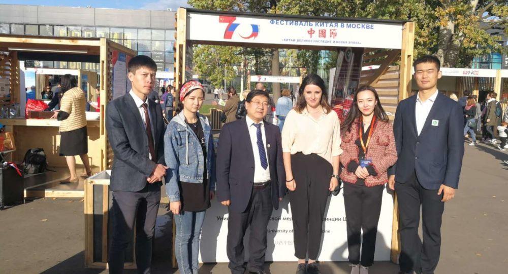 李雲海醫生和陝西中醫大學代表團參加201年莫斯科舉辦的文化交流活動