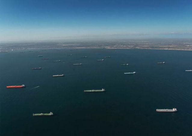 加州海岸現油輪異常聚集