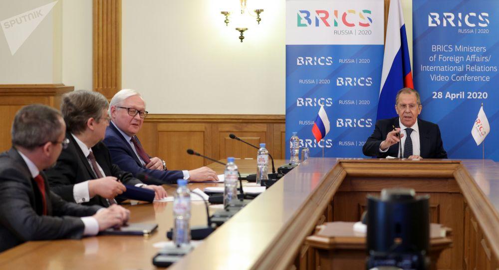 俄外長:俄不贊同哈夫塔爾關於軍隊接管利比亞政權的聲明