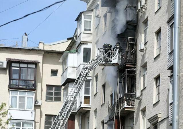 俄漢特—曼西斯克自治區一居民樓發生火災 已疏散20多人
