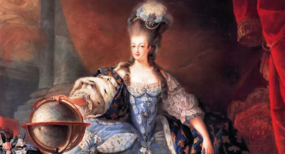 瑪麗王后的旅行箱和餐巾以6萬歐元的價格在凡爾賽被拍賣
