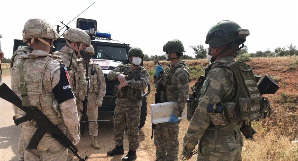 俄土軍人在敘利亞哈塞克省進行50公里長的例行聯合巡邏