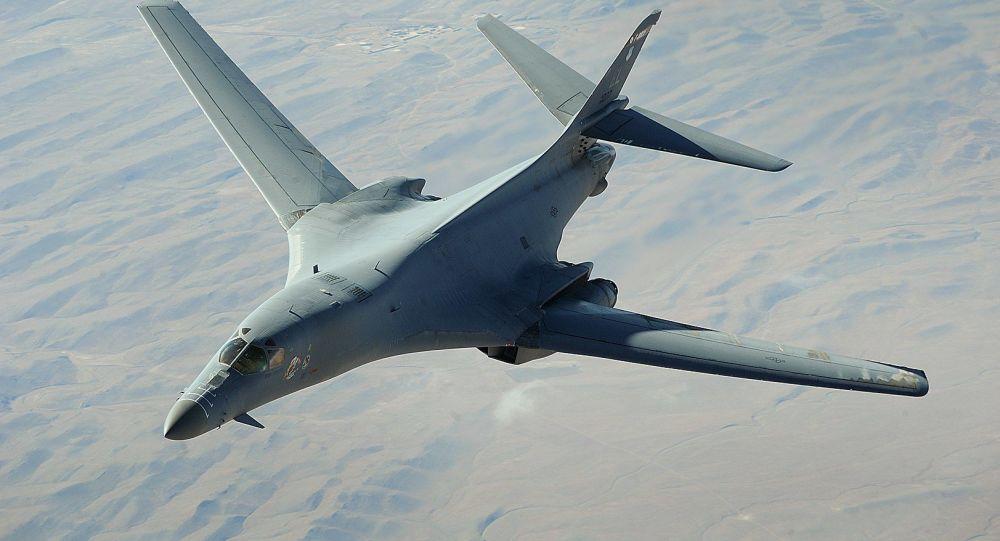 土耳其飛機在黑海上空為美國轟炸機空中加油