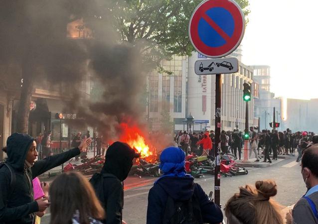 巴黎舉行抗議活動