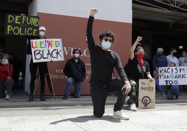 示威者將舊金山公園拆毀多座名人雕像