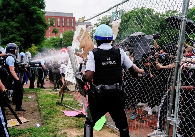 華盛頓抗議活動發展為騷亂