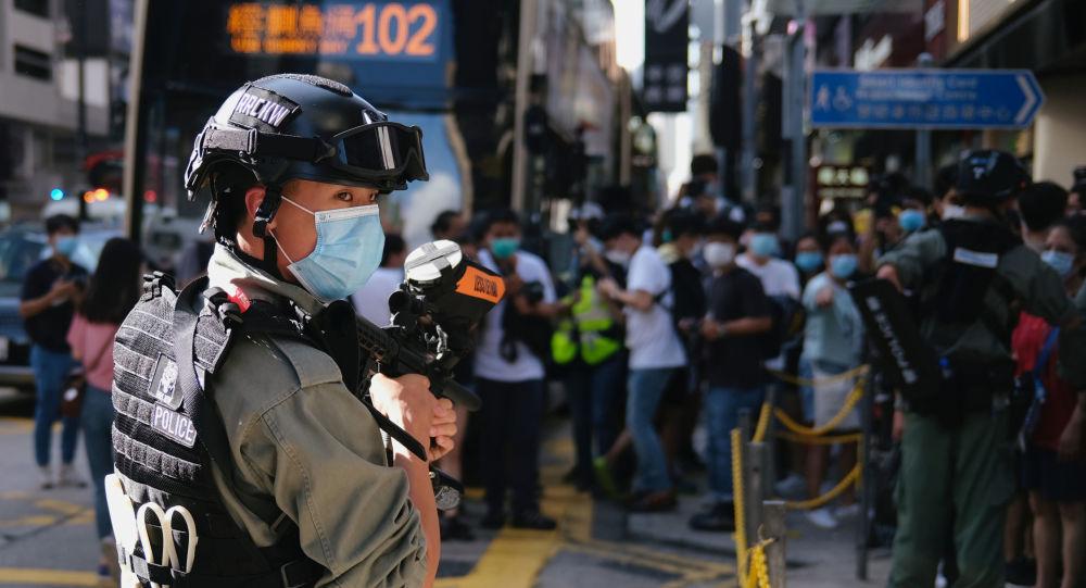 媒體:香港一持「港獨」旗幟男子被捕 系香港國安法生效後首例