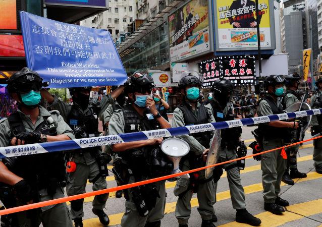 七名警察在香港抗議中受傷