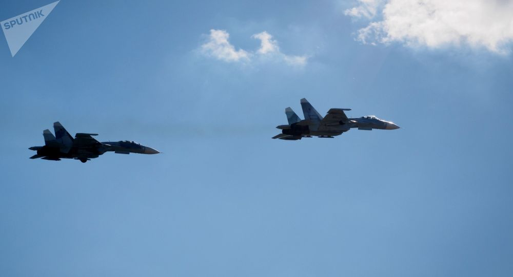 俄空軍在黑海上空攔截美國電子偵察機