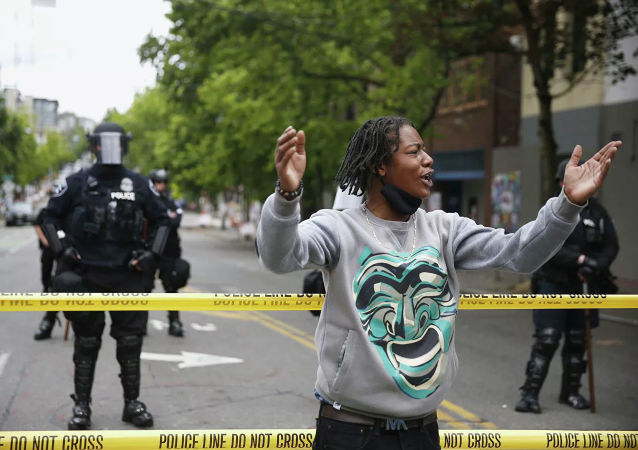 美國西雅圖抗議事件導致3名警察受傷 18人被拘留