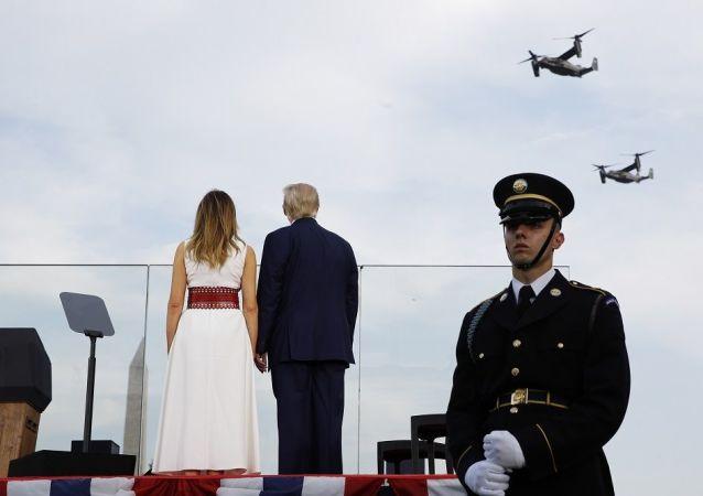 特朗普檢閱為紀念美國獨立日而舉行的大型空中閱兵